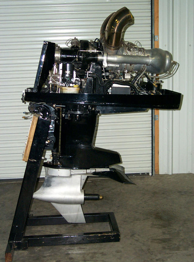 The Mercury turbine outboard featured a Rolls Royce Allison 250 series gas turbine engine. The engine was mounted on a Mercury 2.5 EFI Offshore mid section and either a Sport Master (shown here) or Torque Master gearcase.